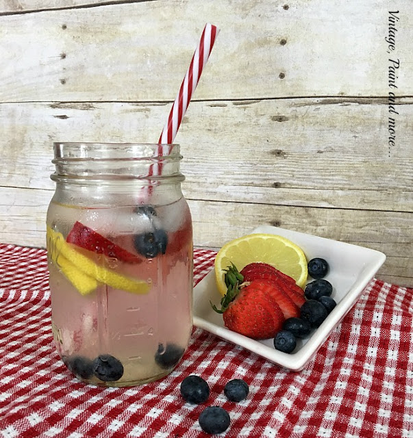 Vintage, Paint and more... water infused with delicouse strawberries, blueberries and lemon for a summer drink treat