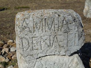 Estela con inscripción latina