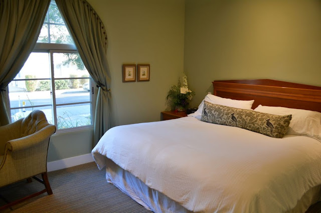 Witha a stay at the Su Nido, All-Suites Boutique Inn, your artful Mission Revival suite awaits you with fireplace, kitchen, patio and the finest linens and amenities. Relax and refresh.