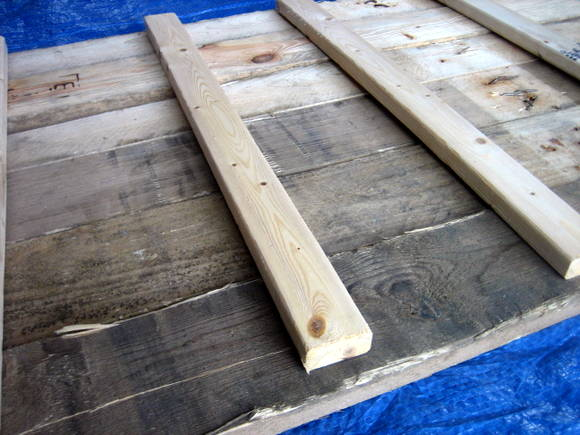 These 20 inch long pieces of wood will give structure and strength to the back of your DIY pallet sign