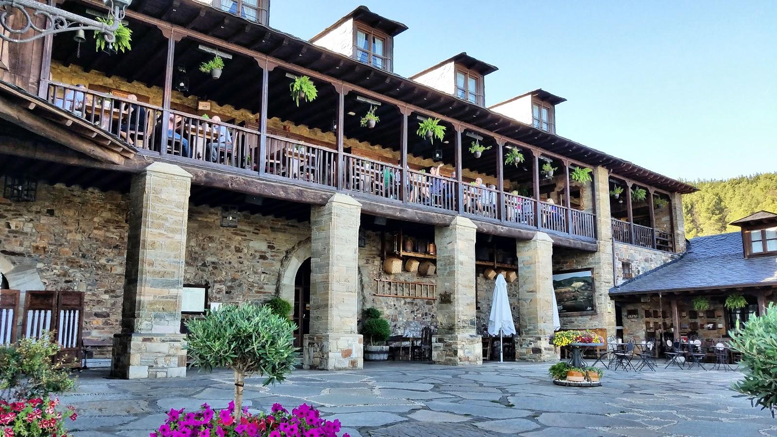 Benvenidos a Palacio de Canedo—winery, hotel and restaurant nestled among the hills of vineyards near Cacabelos, Spain.