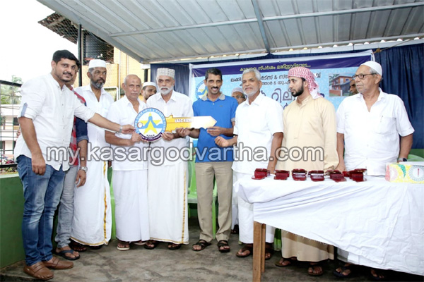 Kerala, News, Kasaragod, Auto Rikshaw Distribution and Ifthar meet conducted.