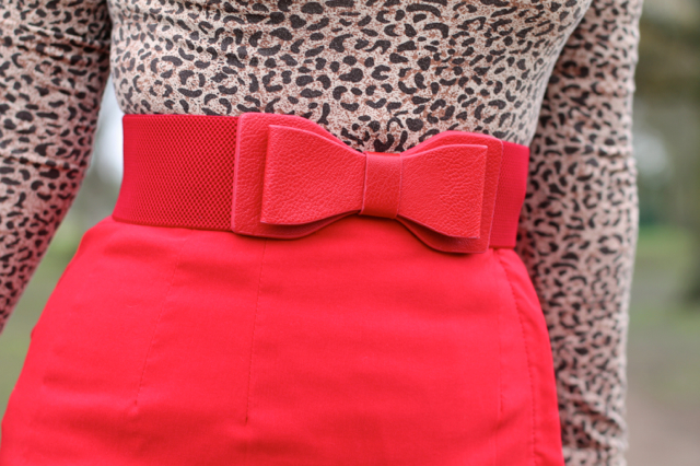 Lindy Bop red bow belt