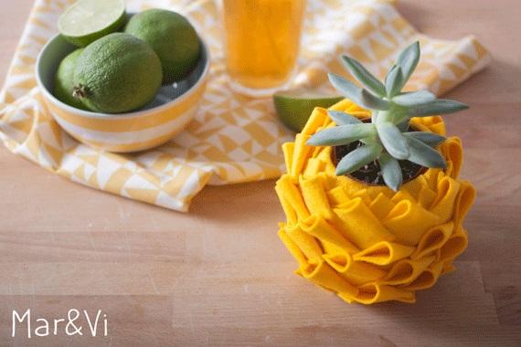 Vasos de abacaxi com retalhos de feltro