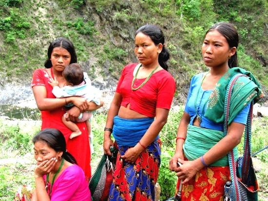 G 233 Nero Con Clase Nepal Campesinas Indefensas Ante La