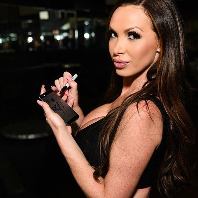 Nikki-Benz-autograph-in-fans-iPhone