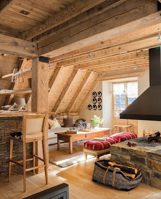 Amenajare primitoare și călduroasă într-o cabană de lemn din Pirinei