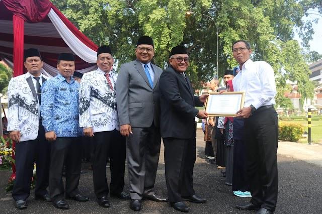 HGN 2018, Walikota Berikan Penghargaan Guru SMA Islam Dian Didaktika