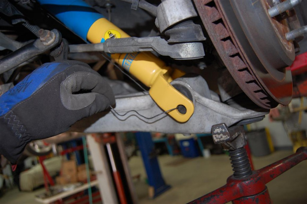 C5 Shock Absorber Information and Replacement   Chevrolet