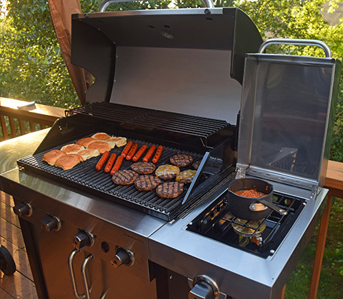 #NowYoureCookin Char-Broil TRU Infrared Commercial Grill burgers hotdogs for memorial day