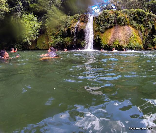 Banho de cachoeira na Estância Mimosa, Bonito, Mato Grosso do Sul