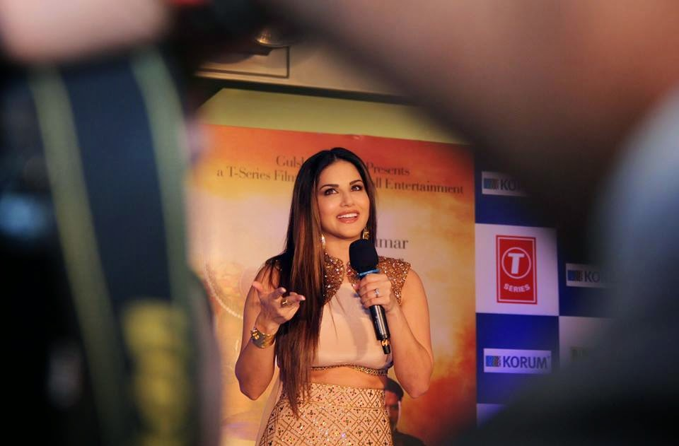 Sunny Leone promotes their upcoming movie Ek Paheli Leela at Thane Mall