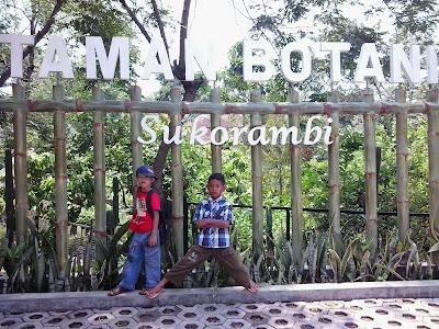 Menghabiskan Weekend Bersama Keluarga Berwisata di Taman Botani Sukorambi