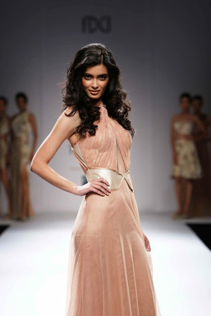 Diana Penty Sizzling Walk for Sakshee Pradhan on WIFW SS'13
