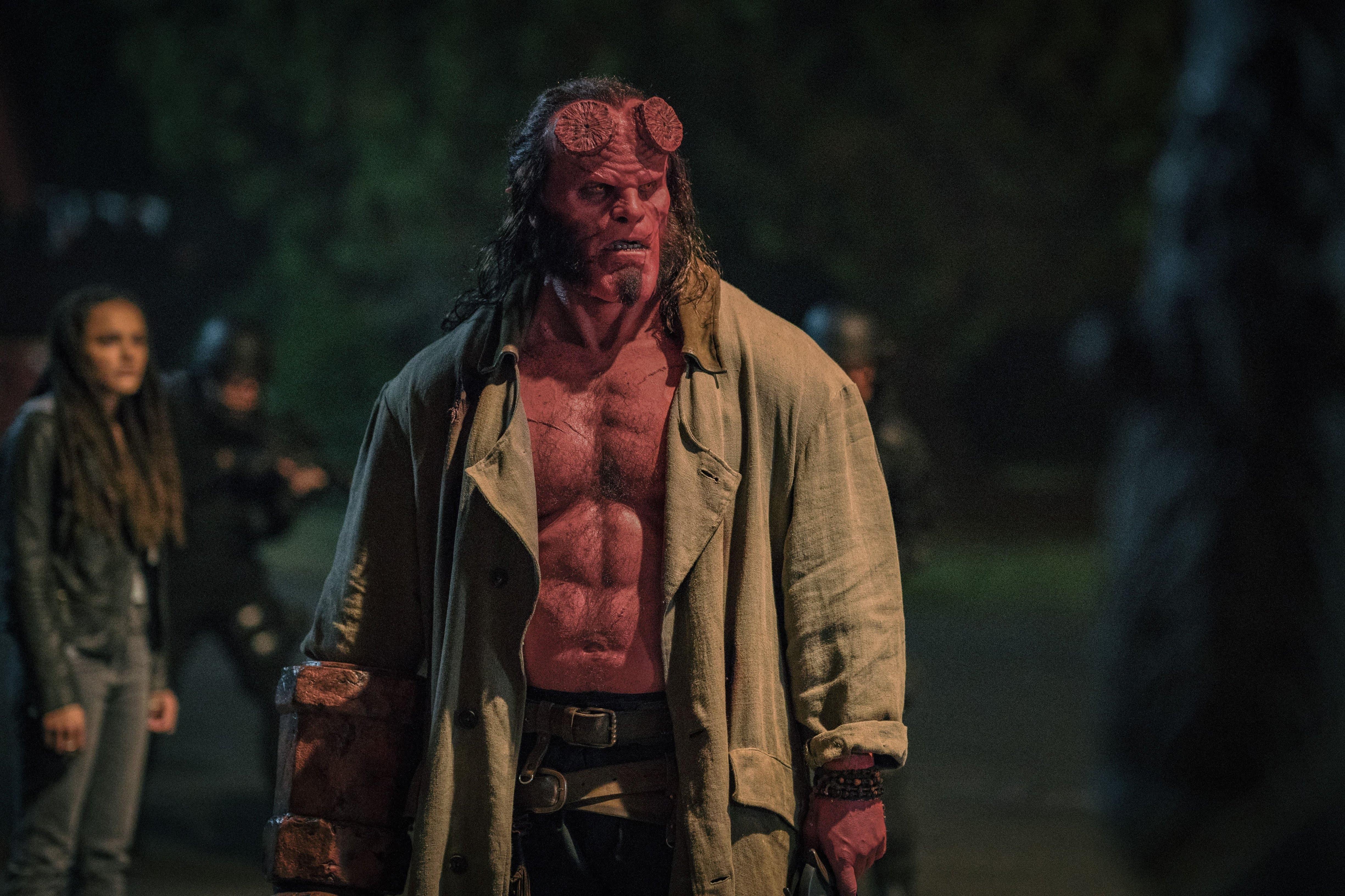 Hellboy : 赤い悪魔のアンチ・ヒーローが帰って来る「ヘルボーイ」が、過激な見せどころを満載した新しい予告編をリリース ! !