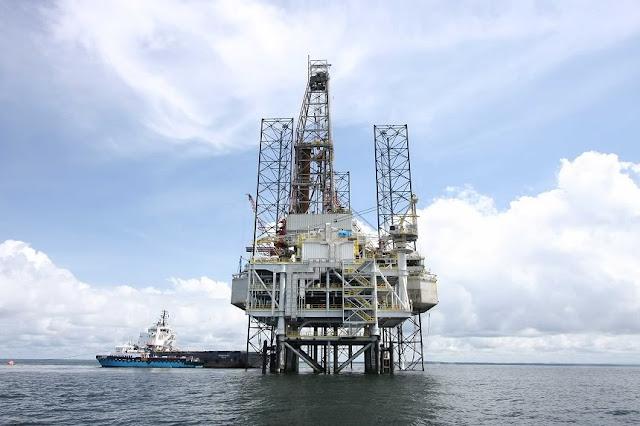 http://4.bp.blogspot.com/-Z8doAyuQHtY/VddiJDaGxsI/AAAAAAAAAwM/vIcws7-Nwxs/s1600/minyak-bumi.jpg