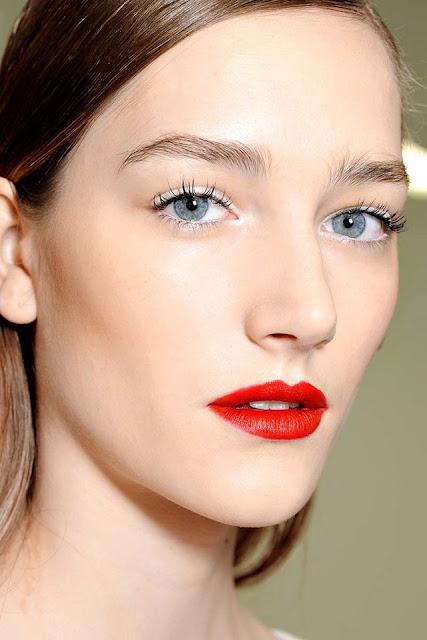 WHISPER blog: EM BRANCO #make #makeup #branco #delineador #white #eyeliner #redlips