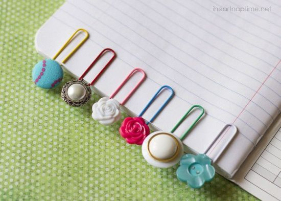 DIY Christmas gift idea - simple and pretty button bookmarks