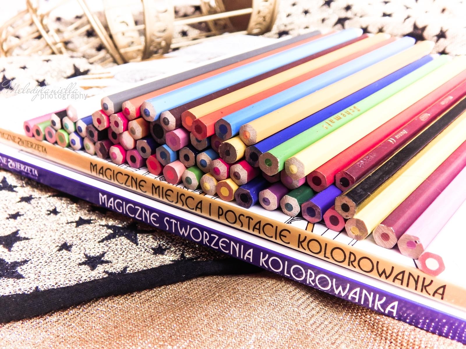 9  Konkurs ! Do wygrania 6 kolorowanek Fantastyczne zwierzęta i jak je znaleźć Magiczne zwierzęta kolorowanka oraz Magiczne miejsca i postacie kolorowanka. HarperCollins. Melodylaniella harry potter