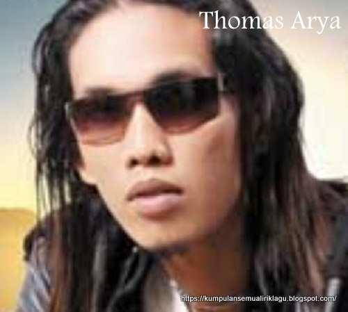Dermaga Biru Thomas Arya