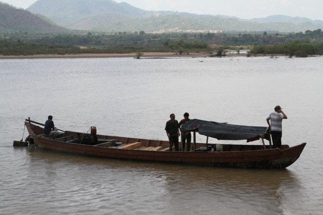 Gia Lai: Điều tra kiểm lâm nổ súng bắn chết người trên thuyền gỗ lậu