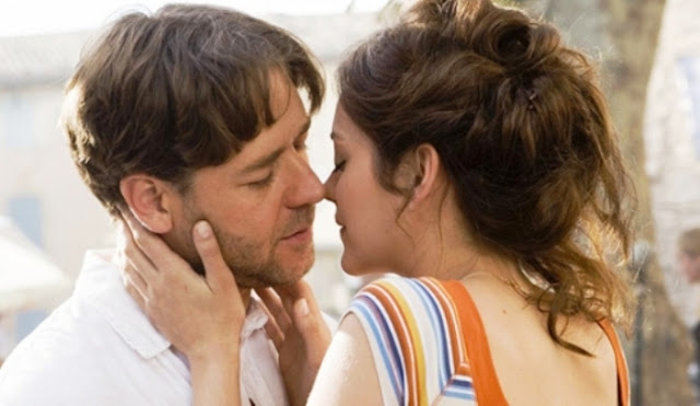 Crowe and Cotillard share a romantic moment in A Good Year