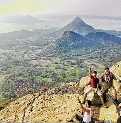 Gunung Bongkok Rute Pendakian Ketinggian Dan Lokasi Peralatan Gunung