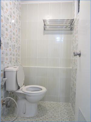 Desain Kamar Mandi Minimalis Ukuran 1X1 Dengan WC Duduk