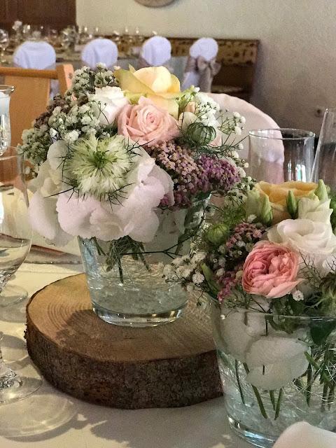 Tischblumen, London meets Garmisch-Partenkirchen, Sommerhochzeit im Vintage-Look in Bayern mit internationalen Hochzeitsgästen, Riessersee Hotel, Hochzeitsplanerin Uschi Glas