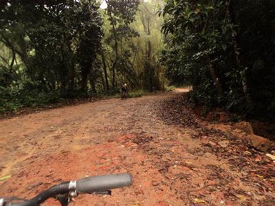 ilha grande, estrada de dois rios, trilha, bike, lama, trilha, vila de abraão até dois rios,