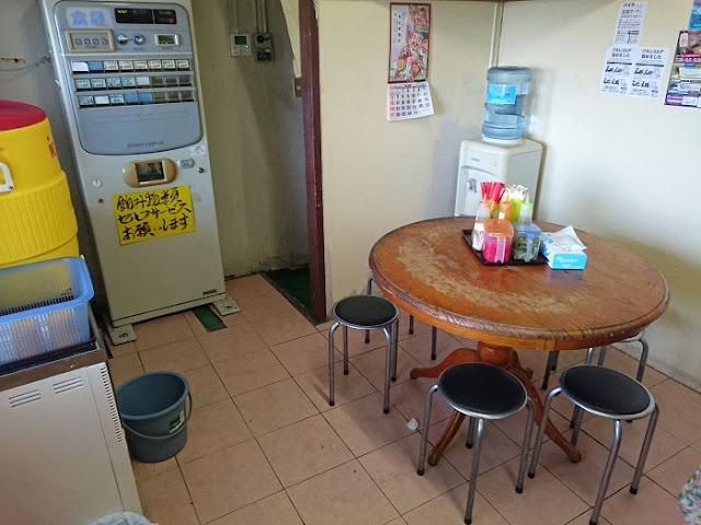 宮古そばとソーキそばの専門店 田舎 泊店の店内の写真