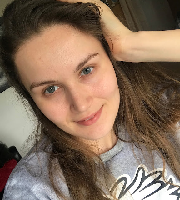 girl with no makeup