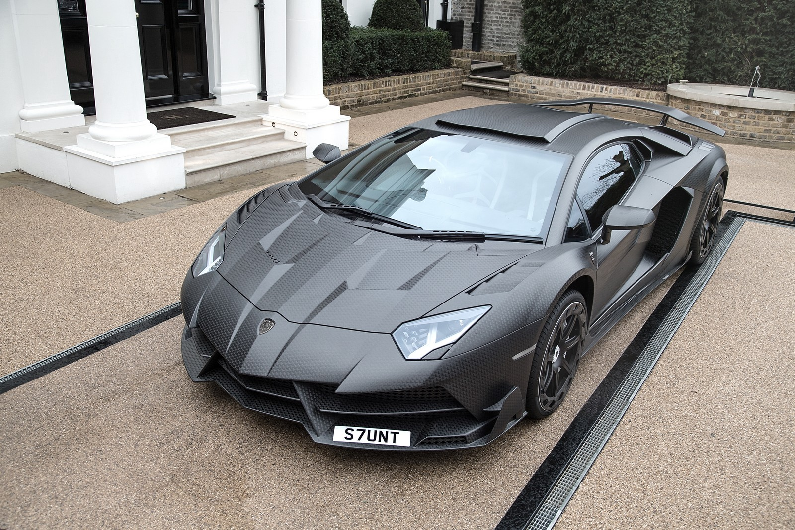 mansory unveils custom lamborghini aventador sv for british billionaire carscoops. Black Bedroom Furniture Sets. Home Design Ideas