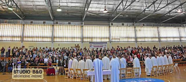 Ο Αρχιεπίσκοπος της Καθολικής Εκκλησίας των Αθηνών και εκατοντάδες πιστοί στο Ναύπλιο για το Ιωβηλαίο έτος της Θείας Ευσπλαχνίας (βίντεο)