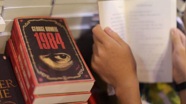 """1984"", de George Orwell, volta aos tops"