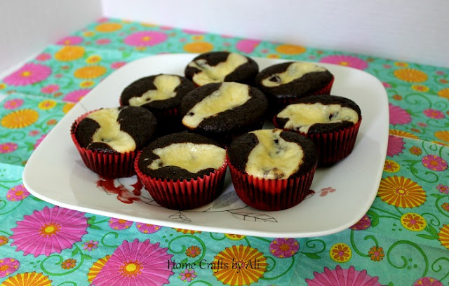 Oh So Delicious Black Bottom Cupcakes - perfect mixture of chocolate cake and cream cheese goodness