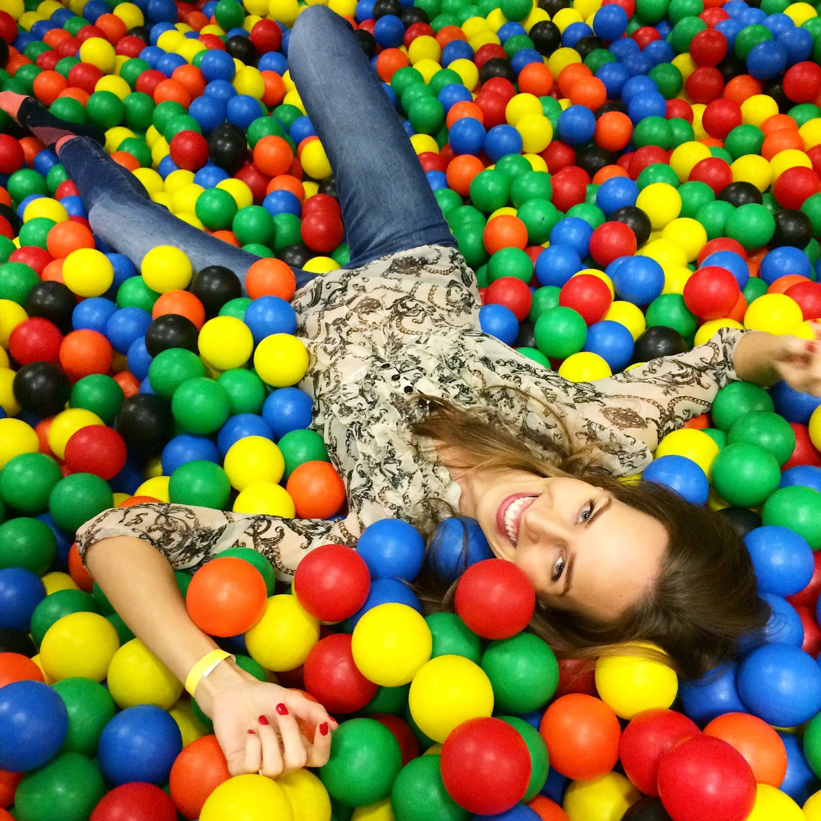 sea-of-balls-colourful-fun