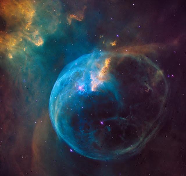 Hình ảnh kỷ niệm 26 năm kính Hubble : Tinh vân Bong bóng - NGC 7635. Bản quyền hình ảnh : NASA, ESA, and the Hubble Heritage Team (STScI/AURA).