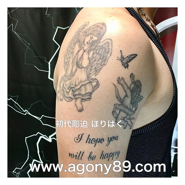 天使のタトゥーデザイン、エンジェル、ベイビーエンジェル タトゥー、天使のタトゥーの意味、蝶々、ブラック アンド グレータトゥー、メッセージ、タトゥーデザイン画像、アルファベット、タトゥー画像、英文字、刺青、黒色、灰色、刺青デザイン、ボカシ、刺青画像black and gray tattoo design.angel tattoo.baby angel tattoo.butterfly tattoo.the alphabet tattoo.message tattoo.one point tattoo.ほりはく日記、初代 彫迫 刺青 ほりはく。tattoo. irezumi.design.gazou.