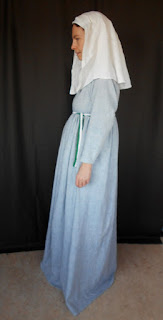 http://evashistoricalcostumes.blogspot.se/p/an-italian-cotton-gown-from-c-1300.html