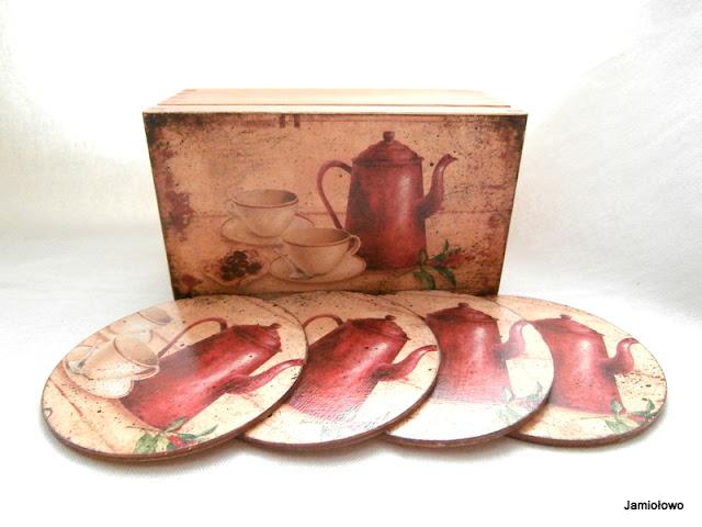 komplet z drewna -herbaciarka i podkładki pod kubki