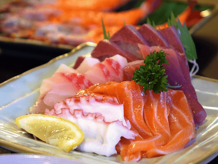 sashimi berbeda dengan sushi