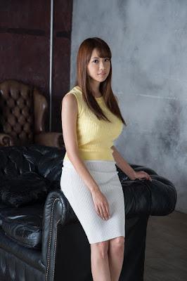 Shion Utsunomiya baju ketat