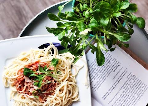 Spaghetti z tuńczykiem - pyszny i szybki przepis na najlepszy sos do makaronu ever.
