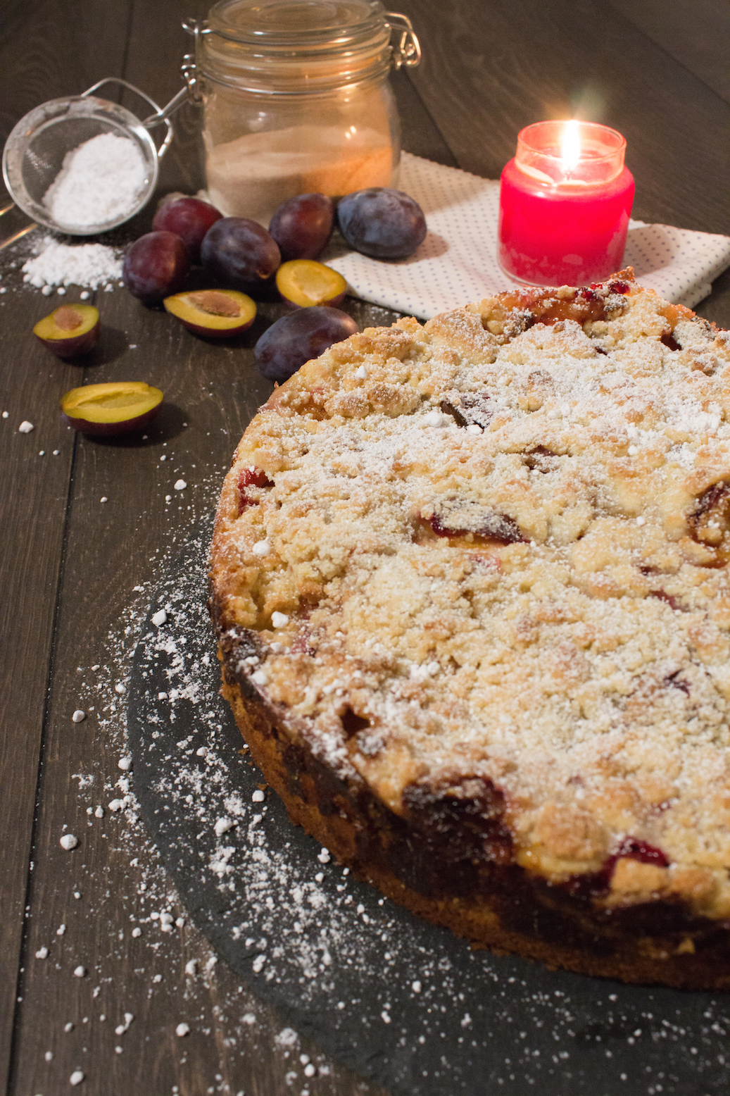 family bakery more vanille pflaumenkuchen mit streuseln und zimt crumble vanilla plum cake. Black Bedroom Furniture Sets. Home Design Ideas