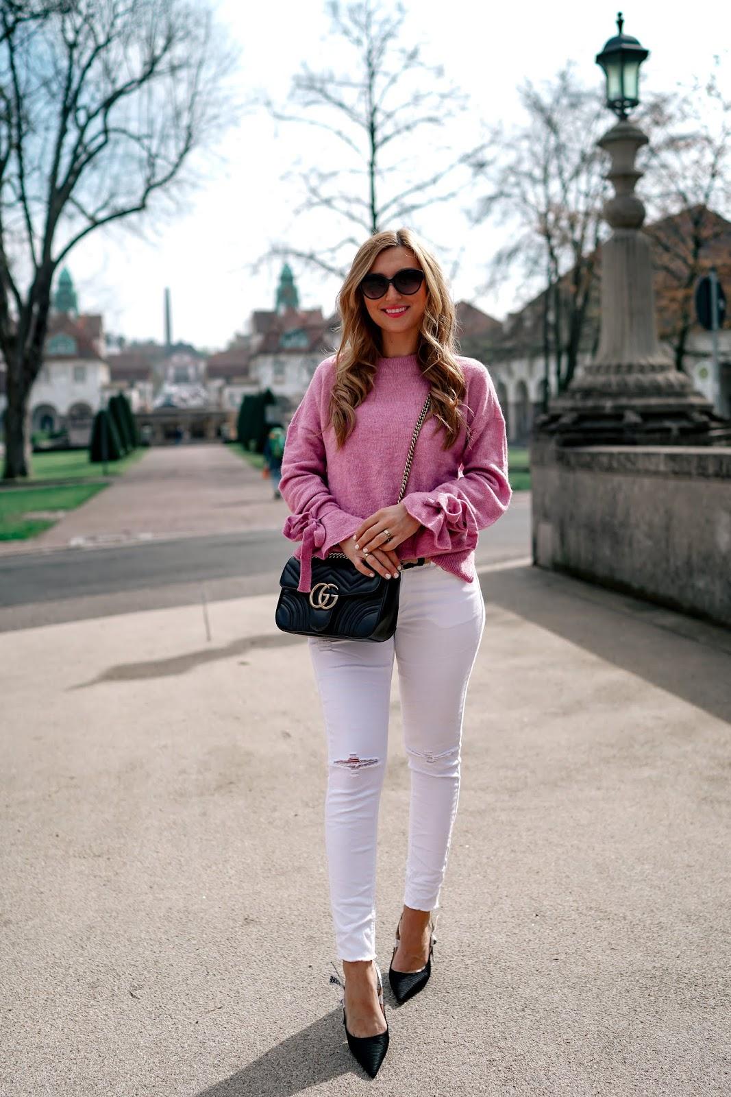 fashionstylebyjohanna- gucci-marmont-tasche-schwarz-weiße-jeans-rosa-pullover