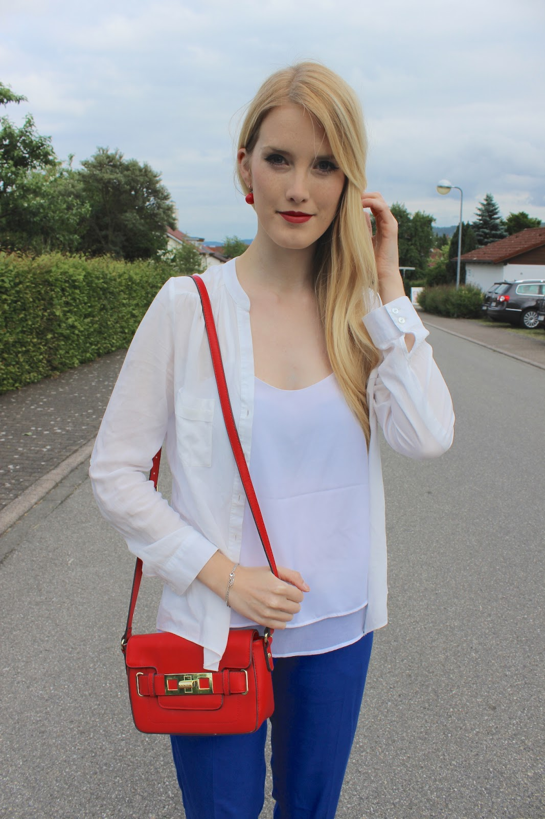 TheBlondeLion Look Tricolore flared pants blue white red