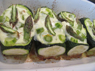 Zucchini with foam stuffing cheese and asparagus