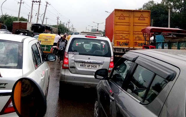 traffic-jam-after-heavy-rain-due-to-water-logging-in-faridabad