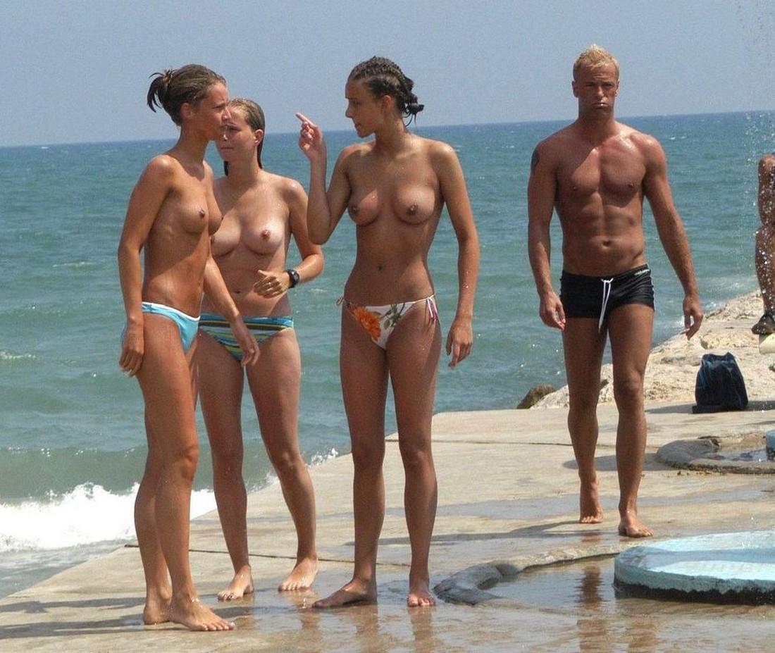 Topless beach girls candid ass